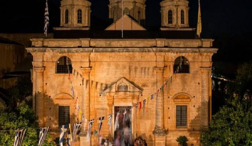 Αρχιερατική νυχτερινή Θεία Λειτουργία στην Ι. Μ. Αγίας Τριάδος των Τζαγκαρόλων